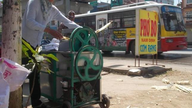 Cận cảnh sản xuất nước mía 6.000 đồng tại Hà Nội ảnh 7