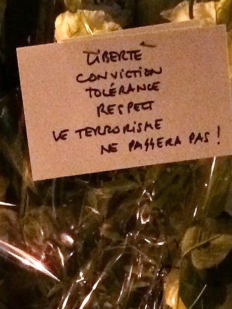 Nghi can 18 tuổi vụ thảm sát tòa soạn Pháp đầu hàng ảnh 28