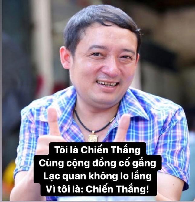 Sao Việt hào hứng theo trend 'ở nhà': 'Tôi là Tự Long, ở nhà cho nước nó trong' ảnh 2