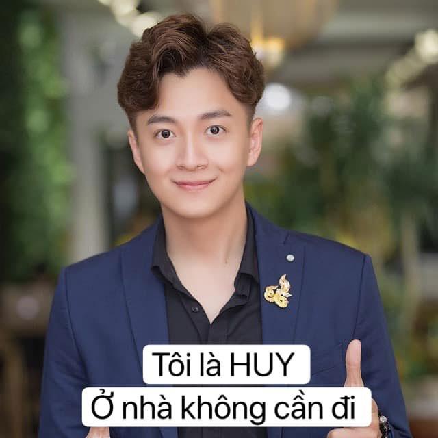 Sao Việt hào hứng theo trend 'ở nhà': 'Tôi là Tự Long, ở nhà cho nước nó trong' ảnh 11