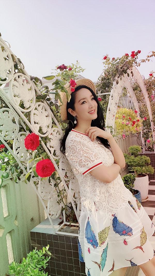 Cuộc sống cách ly trong biệt thự triệu đô của Hoa hậu Đền Hùng Giáng My ảnh 2
