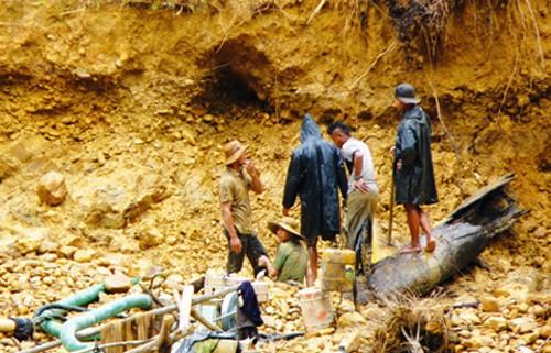 Sập hầm tại Quảng Nam khiến 2 phu vàng tử nạn ảnh 1