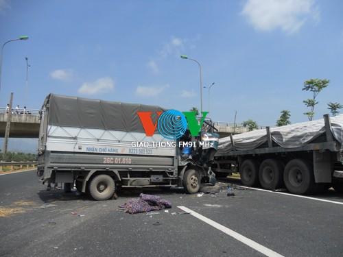 Tai nạn liên hoàn trên Đại lộ Thăng Long, 4 người thương vong ảnh 2