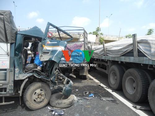 Tai nạn liên hoàn trên Đại lộ Thăng Long, 4 người thương vong ảnh 3