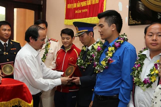 Gương mặt trẻ Việt Nam tiêu biểu báo công Vua Hùng ảnh 2