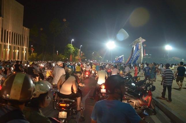 Người dân náo nức đêm trước lễ diễu binh, diễu hành ảnh 3