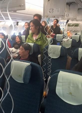 Máy bay Vietnam Airlines bị giảm áp suất, một tiếp viên bị thương ảnh 1