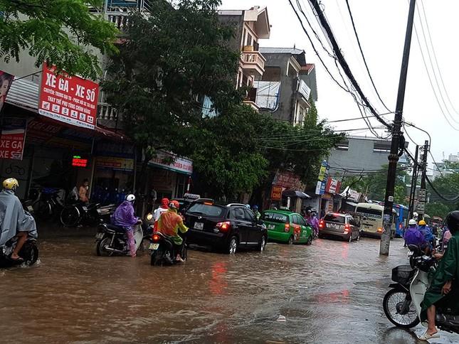 Nhiều khu vực Hà Nội ngập sâu sau bão ảnh 9