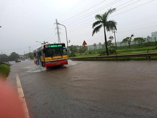 Nhiều khu vực Hà Nội ngập sâu sau bão ảnh 8