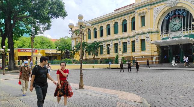 Nhiều điểm du lịch ở Sài Gòn vắng khách sau dịch COVID-19 ảnh 1