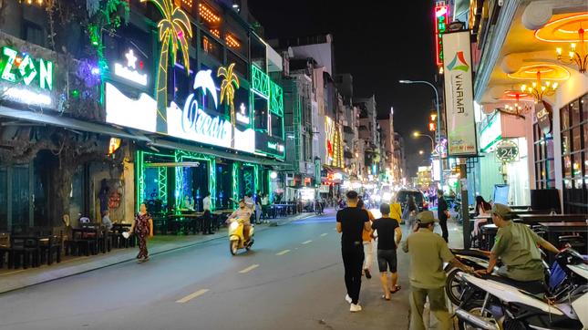 Nhiều điểm du lịch ở Sài Gòn vắng khách sau dịch COVID-19 ảnh 6