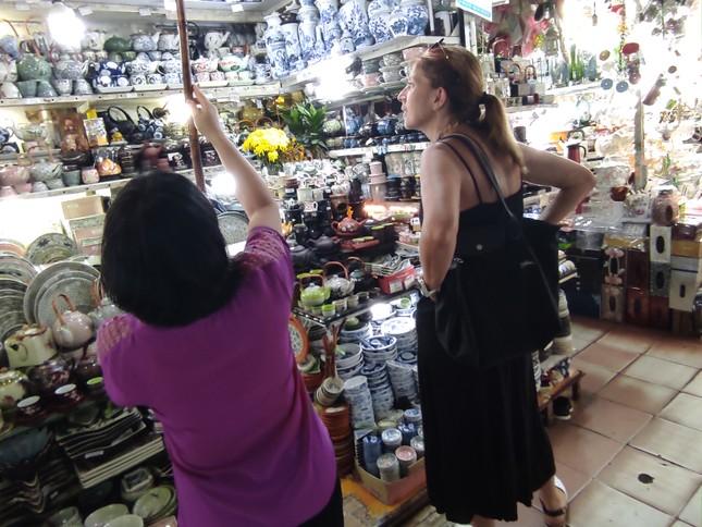 Nhiều điểm du lịch ở Sài Gòn vắng khách sau dịch COVID-19 ảnh 3
