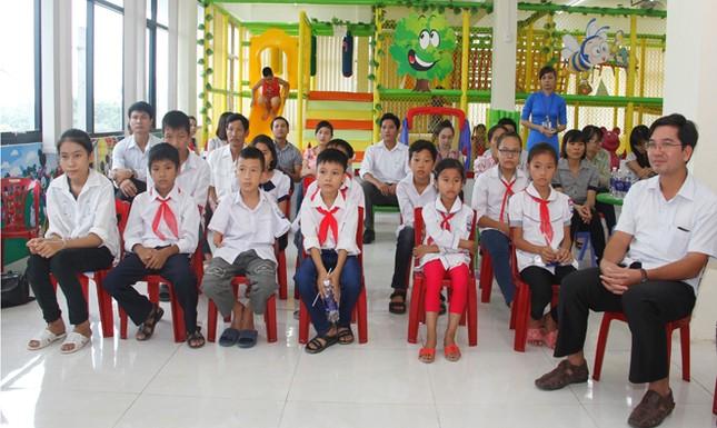Nhà sách Tiền Phong trao học bổng cho học sinh vượt khó ảnh 3