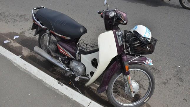 Bỏ lại xe máy, nam thanh niên nhảy cầu Sài Gòn tự tử ảnh 1