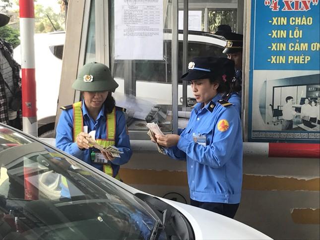 Trạm thu phí xả cổng tránh ùn tắc do người dân dùng tiền lẻ mua vé ảnh 3