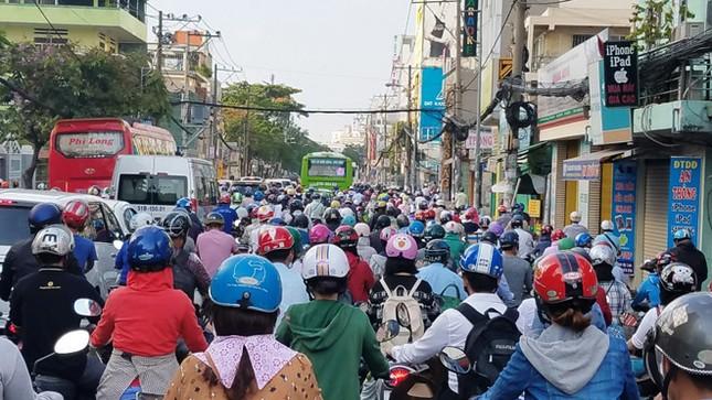 Xe máy chiếm đất thành phố, thủ phạm gây ùn tắc giao thông ảnh 1