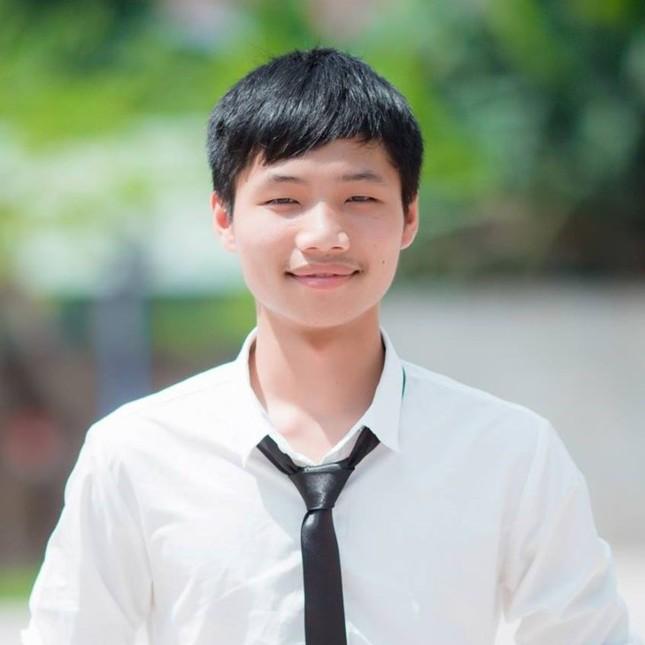 Nam sinh xứ Nghệ đạt 30 điểm khối B kể giây phút 'đau tim' khi làm môn Toán ảnh 1