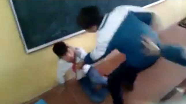 Những vụ học sinh đánh nhau kinh hoàng như phim hành động ảnh 3