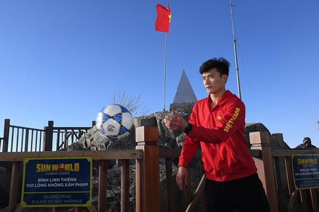 U23 Việt Nam thượng cờ trên đỉnh Fansipan ảnh 9