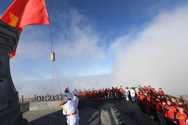 U23 Việt Nam thượng cờ trên đỉnh Fansipan ảnh 6