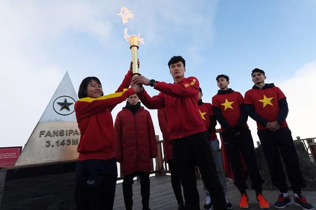 U23 Việt Nam thượng cờ trên đỉnh Fansipan ảnh 7