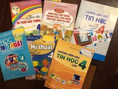 Tận thu sách giáo khoa: Chương trình phá sản vẫn bán sách ảnh 1