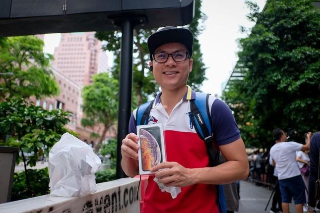 Apple Store thành 'chợ trời' mua bán iPhone XS của người Việt ảnh 3