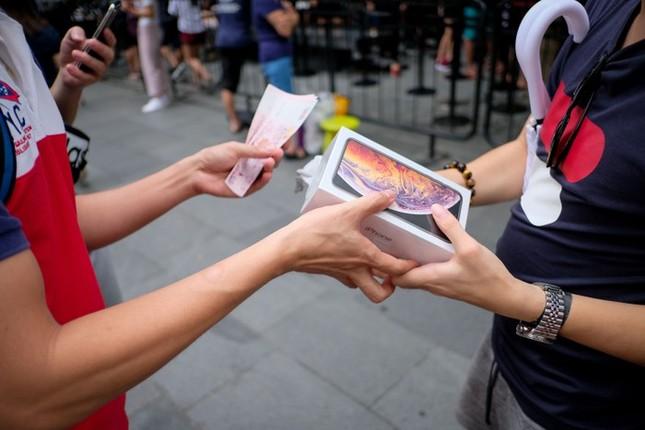 Apple Store thành 'chợ trời' mua bán iPhone XS của người Việt ảnh 4