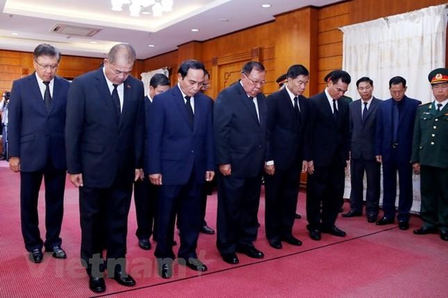 Lãnh đạo Lào viếng và ghi sổ tang Chủ tịch nước Trần Đại Quang ảnh 1