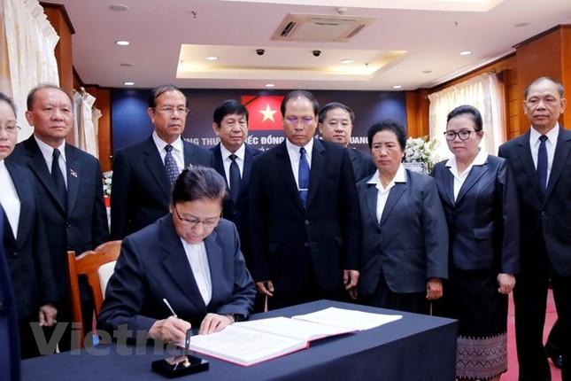 Lãnh đạo Lào viếng và ghi sổ tang Chủ tịch nước Trần Đại Quang ảnh 2