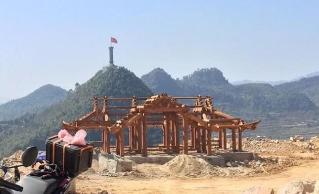 Dự án thang máy phục vụ tham quan, ngắm cảnh ở thị trấn Đồng Văn vi phạm quy hoạch đã được Thủ tướng phê duyệt cao bao nhiêu m?