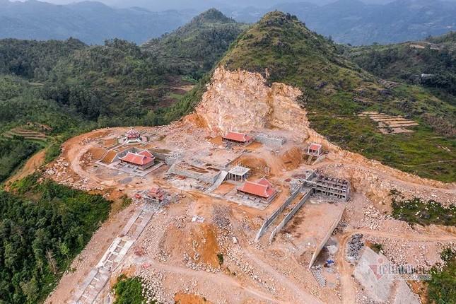 """Hai dự án sai phạm """"Khu du lịch tâm linh Lũng Cú và dự án thang máy ngắm cảnh di tích Đồn Cao"""" nằm trên địa bàn huyện nào của tỉnh Hà Giang?"""