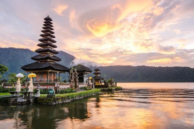 Indonesia được mệnh danh là?