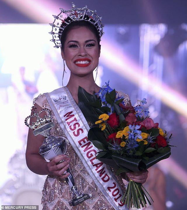 Nữ bác sĩ đi thi Miss World giải cứu cho đối thủ bị gãy xương cổ tay ảnh 6
