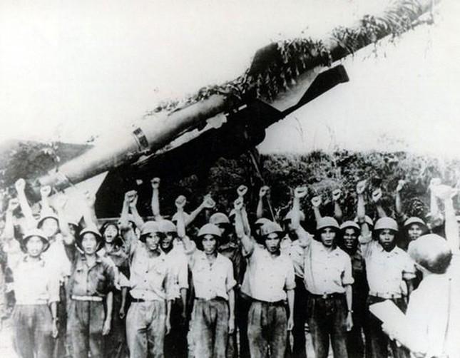 Trong cuộc chiến Hà Nội 12 ngày đêm ( từ 18-30/12/1972) hay còn có tên gọi là chiến dịch Điện Biên Phủ trên không còn có tên gọi theo mật danh của Mỹ là gì?