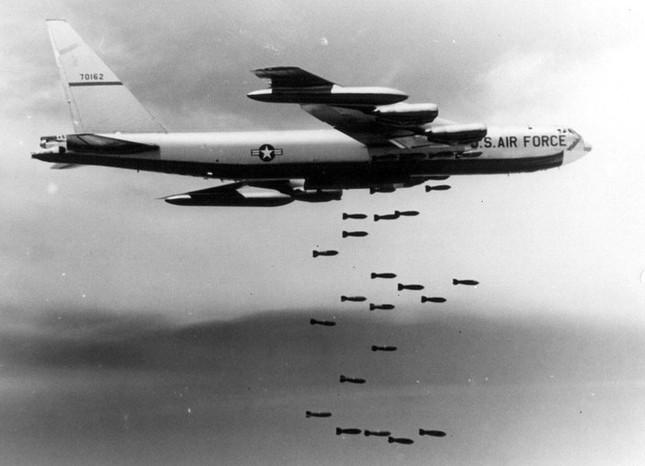 Tổng cộng trong 12 ngày, Mỹ đã ném xuống bao nhiêu tấn bom?