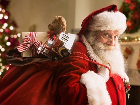 Ông già Noel có tên là gì?