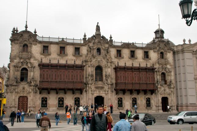 Lima là thủ đô của Peru và cũng là thành phố lớn nhất Peru?