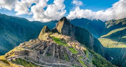 """Machu Picchu được gọi là """"thành phố đã mất của người Inca"""" được xây dựng vào giữa thế kỷ 15 nhưng đến năm nào mới được khám phá ra?"""
