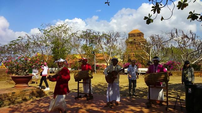 Các hoạt động văn hóa Chăm đặc sắc dịp Tết cổ truyền ảnh 4