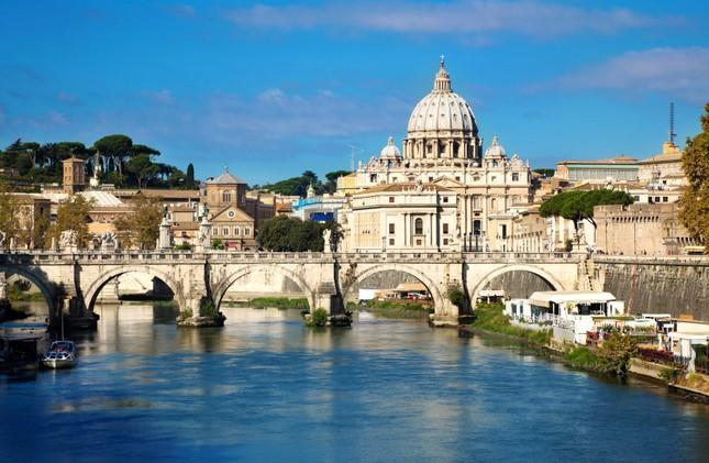 Thành Rome được xây dựng trên mấy ngọn đồi?