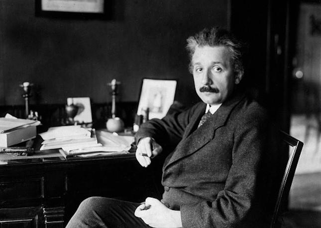 Không chỉ là nhà vật lý, Einstein còn là nhà phát minh. Đâu sản phẩm do ông tạo ra?