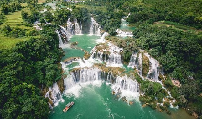 Thác Bản Giốc từng được National Geographic bình chọn là một trong những kỳ quan thiên nhiên tại châu Á nằm trên sông nào?
