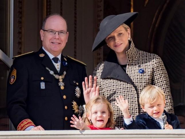 Đứng đầu Monaco là các hậu duệ của gia tộc nào?