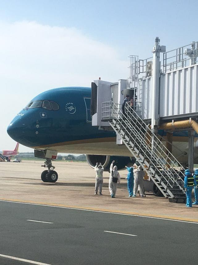 Chuyến bay đặc biệt đưa hơn 100 người mắc COVID -19 ở Guinea Xích đạo về tới Nội Bài ảnh 16