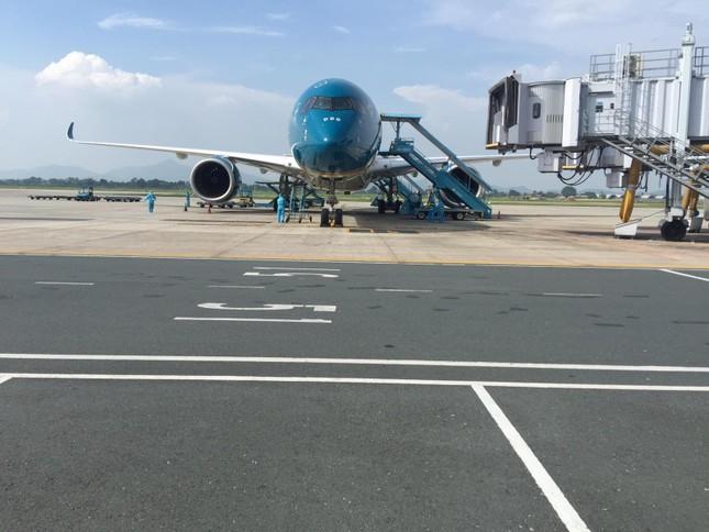 Chuyến bay đặc biệt đưa hơn 100 người mắc COVID -19 ở Guinea Xích đạo về tới Nội Bài ảnh 12