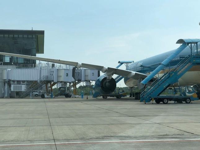 Chuyến bay đặc biệt đưa hơn 100 người mắc COVID -19 ở Guinea Xích đạo về tới Nội Bài ảnh 14