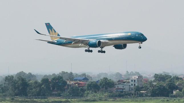 Chuyến bay đặc biệt đưa hơn 100 người mắc COVID -19 ở Guinea Xích đạo về tới Nội Bài ảnh 2