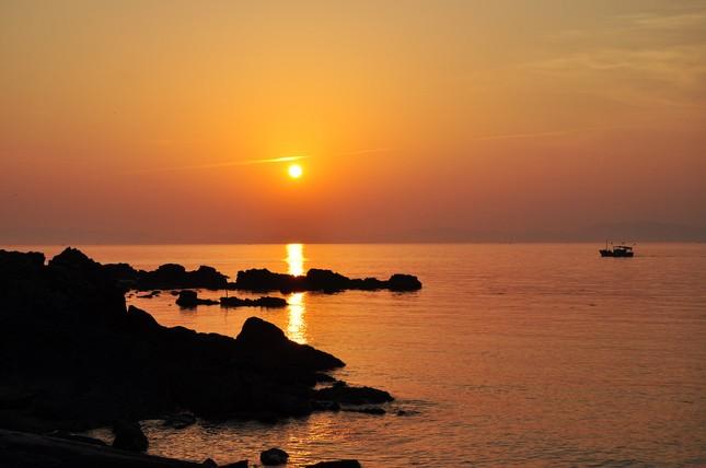 Bãi biển nào ở Quảng Ninh được mệnh danh là trữ tình nhất Việt Nam?