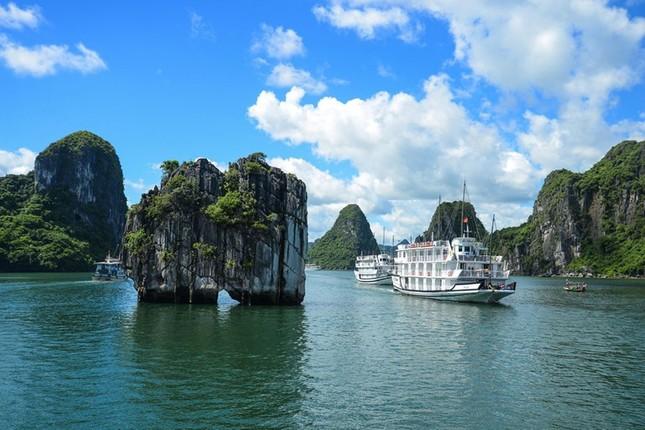 Vịnh Hạ Long được UNESCO công nhận là di sản thiên nhiên thế giới vào ngày, tháng, năm nào?